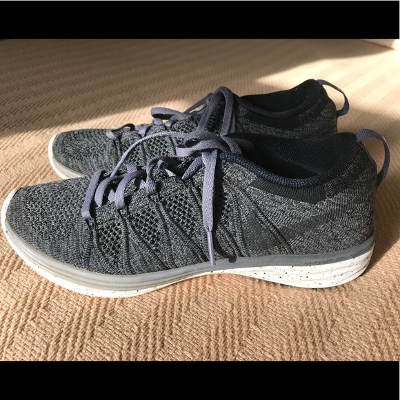 NIKE Women's Flyknit black and grey size 8